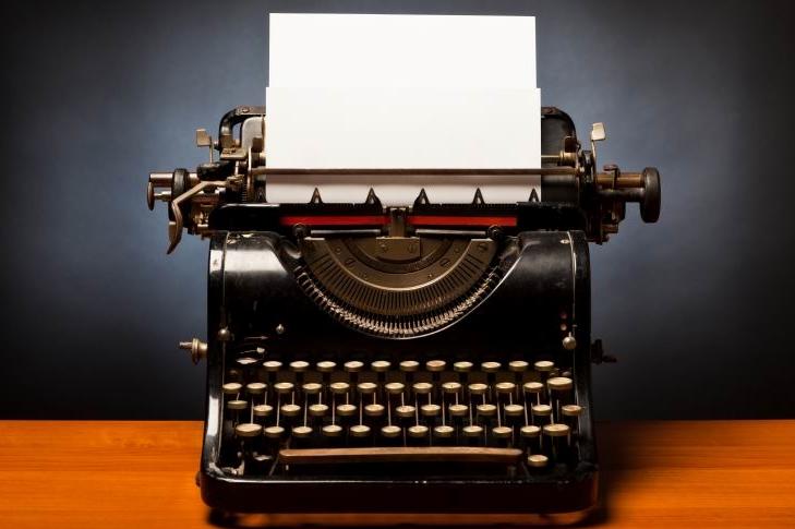 Typewriter-with-blank-sheet-of-paper r1